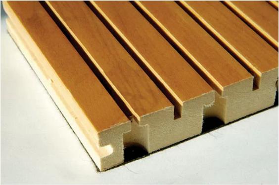 胡桃木吸音板 规格:长2440MM;宽128MM;厚12、15、18MM 最少20片起销售 墙面用吸音板安装方法: 1. 先将轻钢龙骨安装到墙面。 2. 贴墙轻钢龙骨的立面尺寸18X26X3000mm长,分隔间距为60cm。 3. 将尺寸为45X38X5mm的扣片安装在龙骨和吸音板之间。 4. 覆盖吸音板背面的玻璃棉:厚度30—50mm、密度32kg每立方米、宽度与长度为600X1200mm。 注意事项(墙面) (1)龙骨架格栅之间推荐选用的间距为60CM。 (2)多块木质吸音板在板与板组合安
