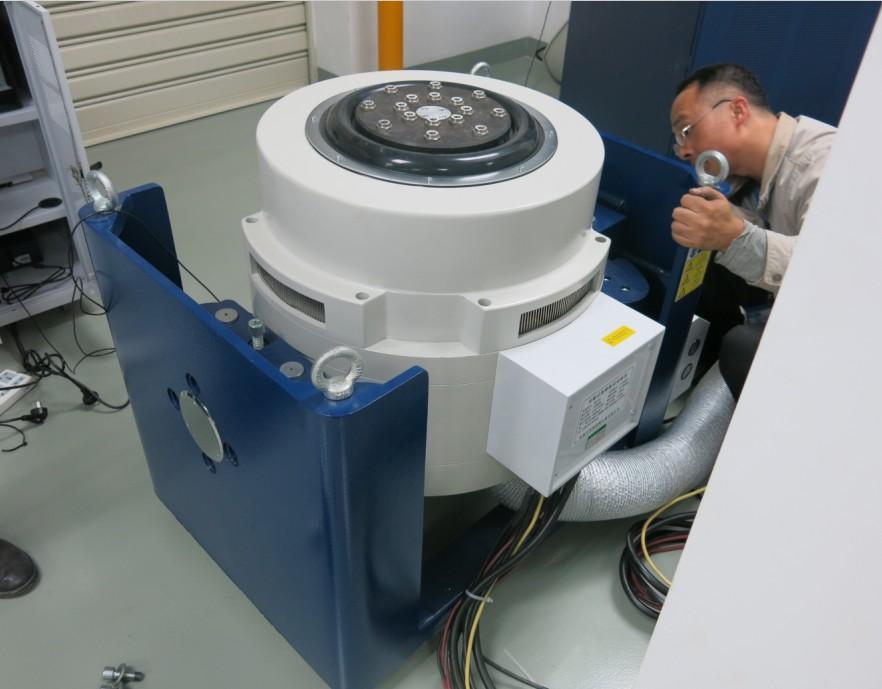 高低温振动试验箱安装注意事项